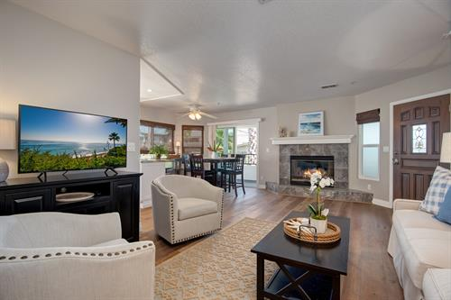 Montalvo Breeze: modern furnished rental condo in San Clemente