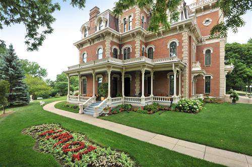Gallery Image TH_Exterior_Iowa_Landscape_Image_(2).jpg