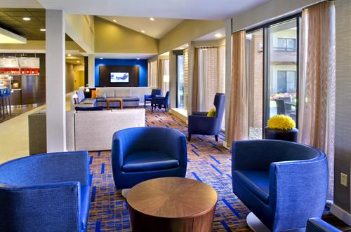 The reimagined lobby at our Foxborough hotel provides ample places to work and relax. Grab your favorite Starbucks beverage, surf the web with free Wi-Fi, gather with colleagues or catch the game on one of our HDTVs.