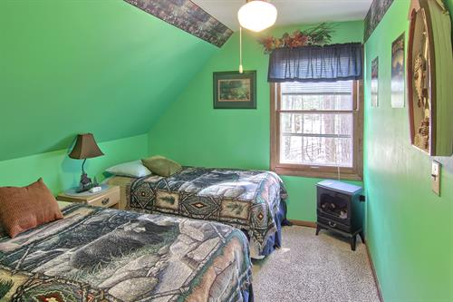 Second bedroom in the Pines Nature Suite features 2 twin beds