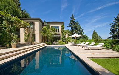 Some homes in Seattle have swimming pools!