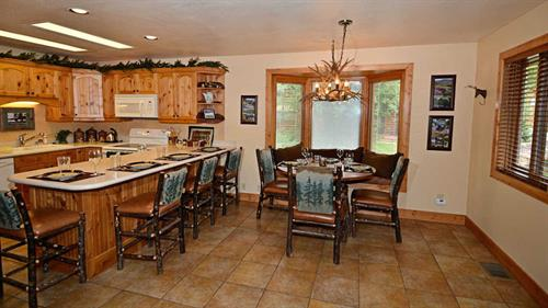 Wonderful kitchen with fantastic eating space or use for games/puzzles!