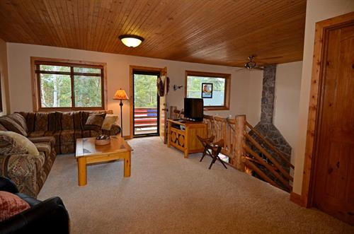 Loft with pullout couch and big balcony for beautiful Mt. Baldy views