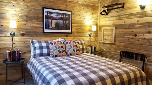Smokey's Cabin bedroom with TV w/cable & HBO