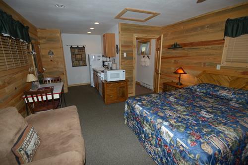 Small Courtyard Cabin