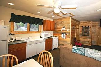 Large Courtyard Cabin