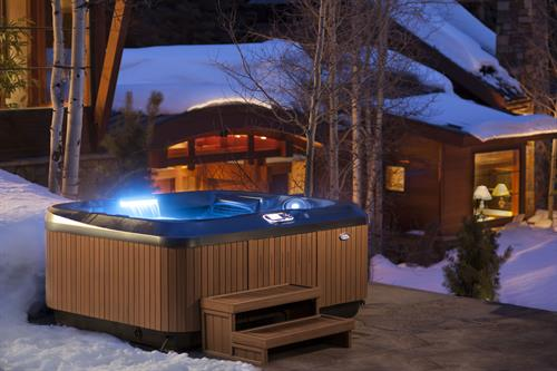 Jacuzzi winter scene