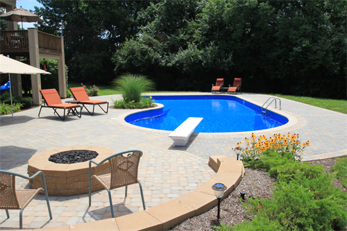 """Celebrity"" style pool in Vandalia"