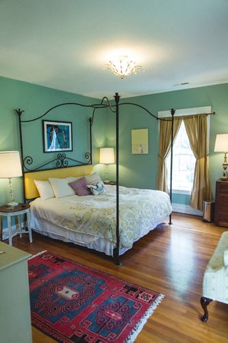 The Charlotte Waters Lee Room - Wrought Iron Canopy Bed
