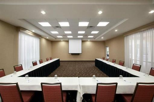 Spacious Meeting Room