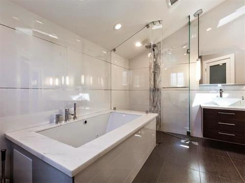 Gallery Image SCC_Bathrooms-9.jpg