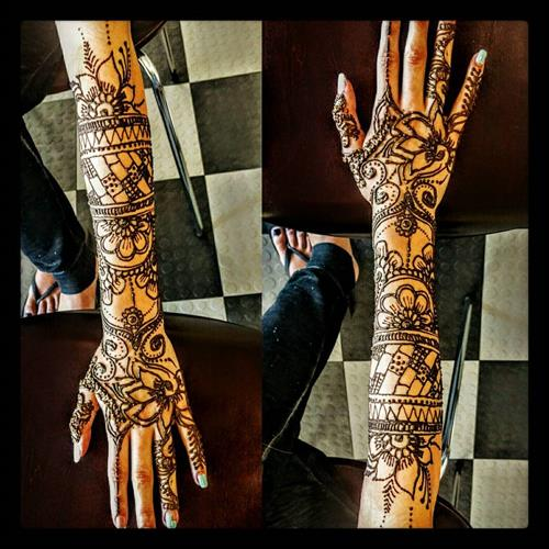 Lovely Henna art by Neha at Kapila Eyebrow Threading Morgan Hill. Thanks for all the love and support!! ????Eyebrow Threading $7.99????  ? 408-831-2769 ?  ?? 16400 Juan Hernandez Dr Morgan Hill??  ?? Mon to Sun 8amto10pm ??  ??????Click Me?????? www.kapilaeyebrowthreading.com