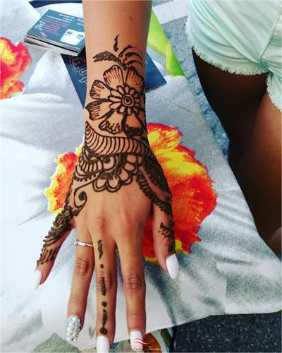 loLovely henna art by Neha at Kapila Eyebrow Threading Morgan Hill. Thanks for all the love and support!! ????Eyebrow Threading $7.99????  ? 408-831-2769 ?  ?? 16400 Juan Hernandez Dr Morgan Hill??  ?? Mon to Sun 8amto10pm ??  ??????Click Me?????? www.kapilaeyebrowthreading.com