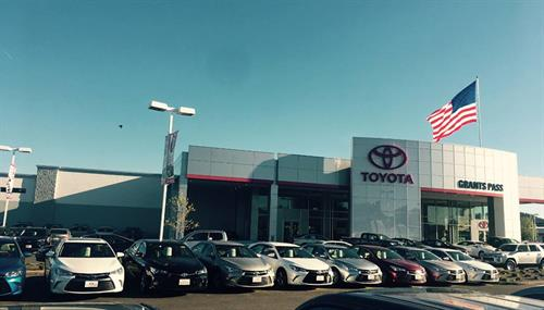 Grants Pass Toyota Dealership