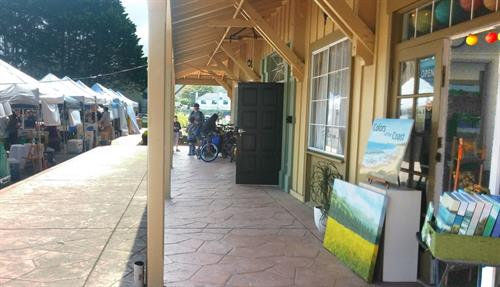 Gallery during Farmers' Market on Saturday mornings
