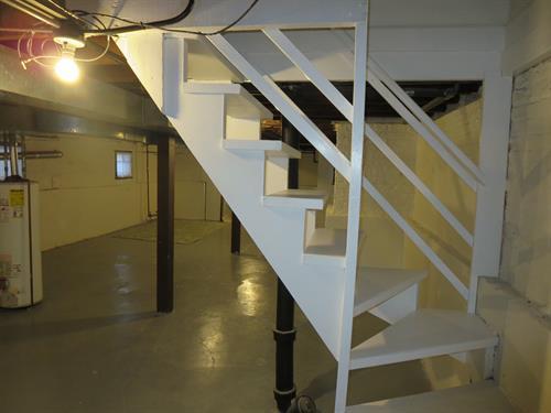 Gallery Image bores.basementstair.JPG