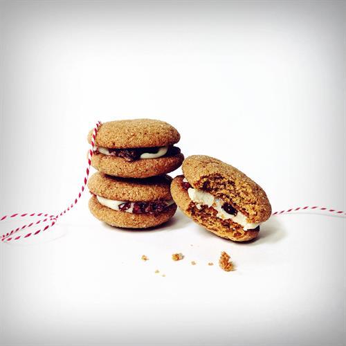 Gingerbread Macaron Cookies