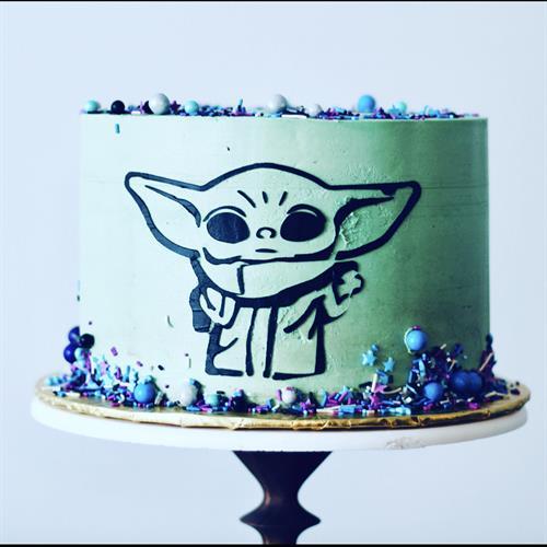 All-buttercream stenciled baby yoda cake