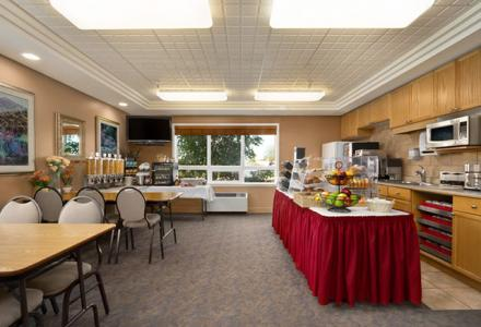 Gallery Image 23273_TravelodgeSpruceGrove_BreakfastArea.jpg