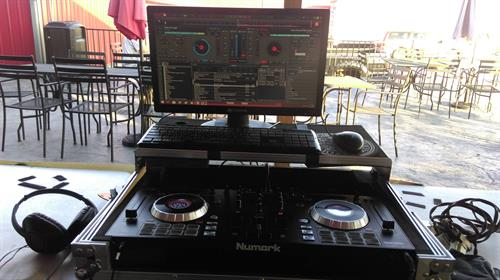 Setting up on the patio at the Barnyard Smokehouse in Fulton MO