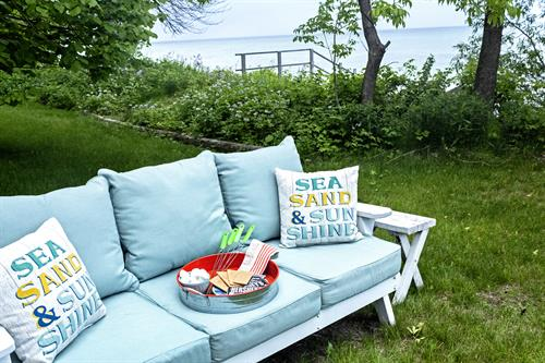 Vacation Property Staging ... Come on in and sit awhile.