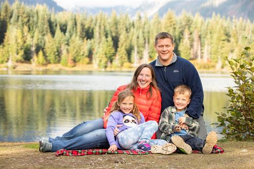 Family Photos with at beautiful mountain lake