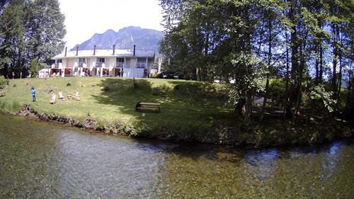 Moon River Suites by the S Fork Snoqualmie River