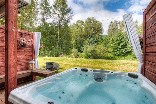 Private Hot Tub at Moon River Suites