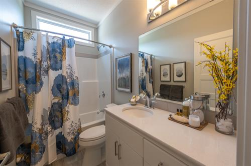 Oliver Heights - Main Bathroom