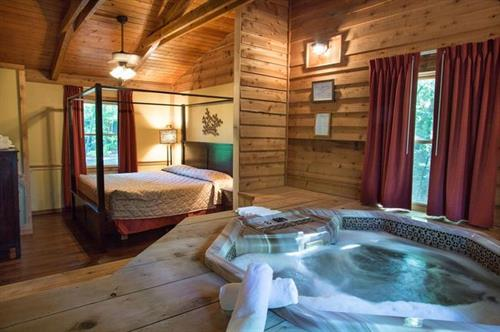 "Inside ""Countryside Romance"" Cabin for Couples"