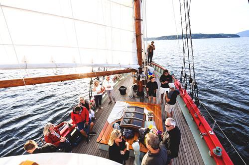 Gallery Image 2021_millbaymarinegroup-sailboattrip-103.JPG