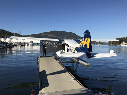 Harbour Air floatplane docking at Maple Bay