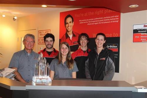 Belron Canada awarded Speedy Glass Duncan 'Best Local Retailer' for 2013
