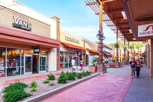 Gallery Image Tucson_Premium_Outlet_-_10.jpg
