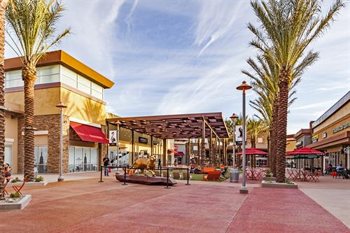 Gallery Image Tucson_Premium_Outlet_-_16.jpg
