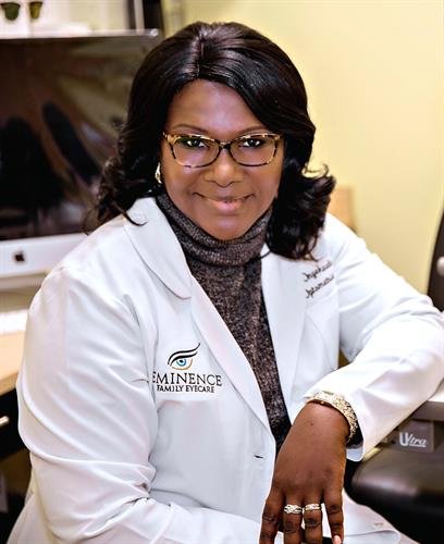 Dr Onyekwelu. The primary care Optometrist at Eminence family eyecare