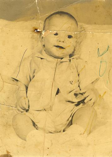 Old discolored photo before restoration. Do you have photos that look like this? I can help.