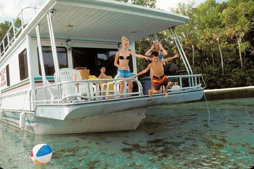 Houseboat Rentals:  Jump in to your next family adventure!