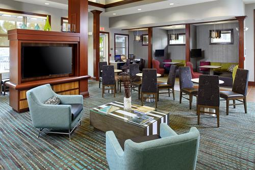 Enjoy our Residence Inn Mix - complimentary dinner, beer and wine