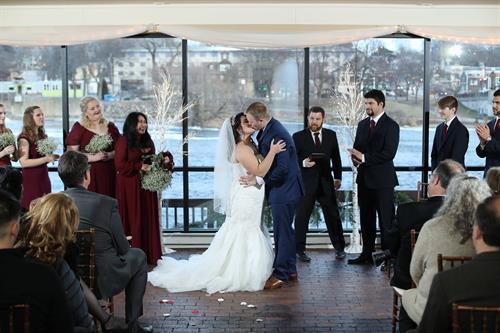 Gallery Image bride_and_groom_kiss_3-25-17.jpg