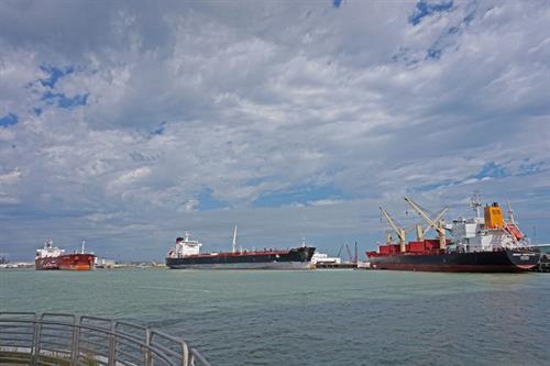 Gallery Image Ship-in-port.jpg