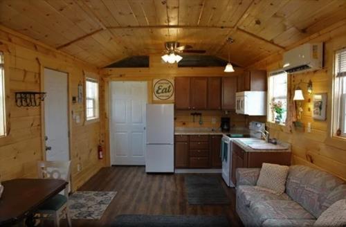 Cottage #2 kitchen/dining