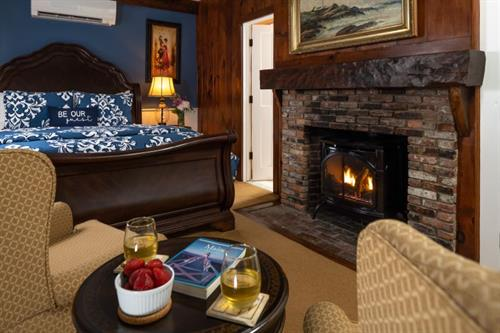 Gallery Image Guest_rooms_-_Arundel_fireplace_800.jpg
