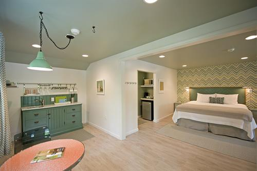 Gallery Image The-Lodge-on-the-Cove-Bayberry-King-Suite.jpg.jpg