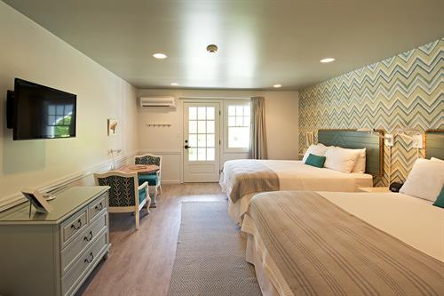 Gallery Image The-Lodge-on-the-Cove-Bayberry-Two-Queen-Guestroom.jpg