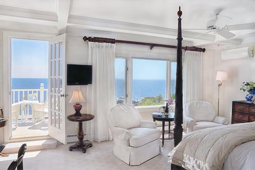 Gallery Image Cape-Arundel-Inn-and-Resort-2-Ocean-Suite.jpg