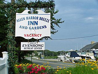 Allen Harbor Breeze Inn & Gardens
