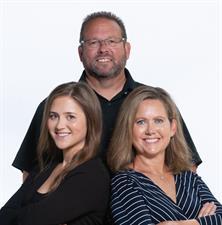 Bob and Tia Rieck Team - Coldwell Banker Schmidt Realtors