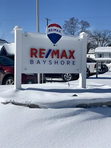 Let the RE/MAX Bayshore balloon guide you to your next home!