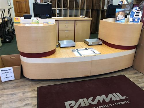 PakMail pack & ship desk